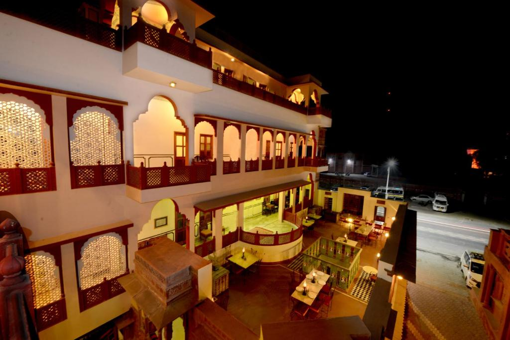 A restaurant or other place to eat at Hotel Harasar Haveli