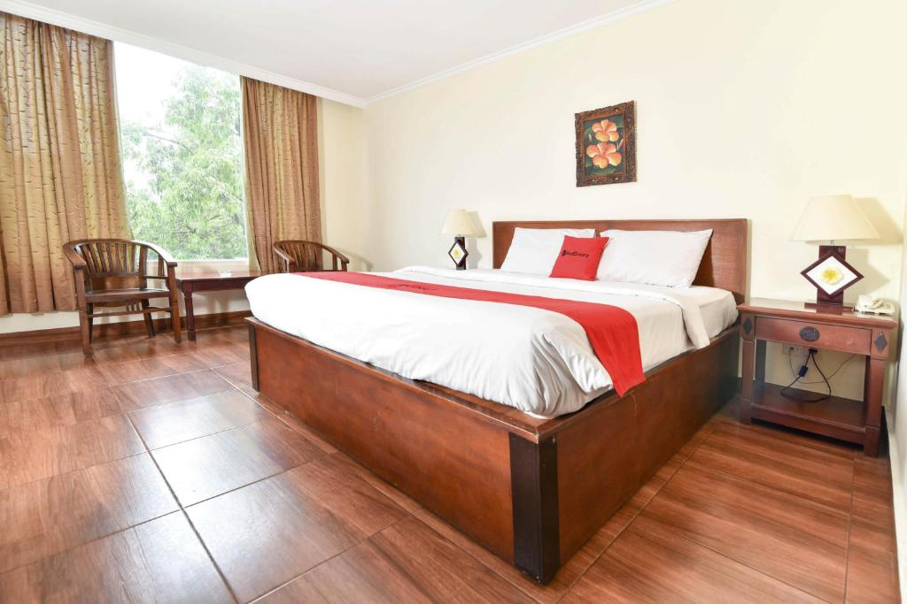 A bed or beds in a room at RedDoorz @ Raya Kuta