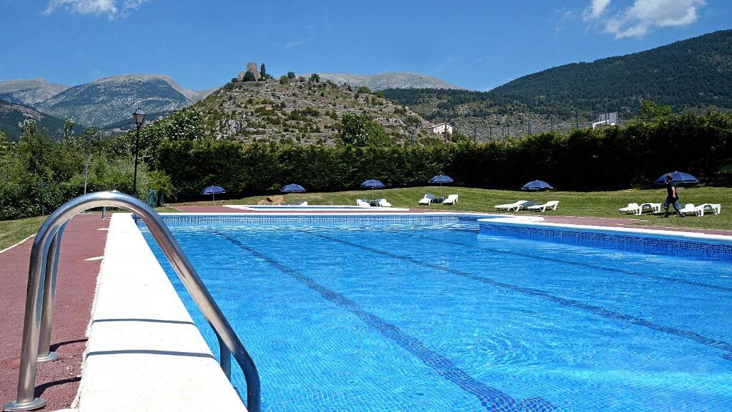 Piscina a Camping Cadí Vacances & Spa o a prop