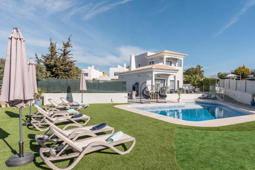 Villa Arina (Portugal Porches) - Booking.com
