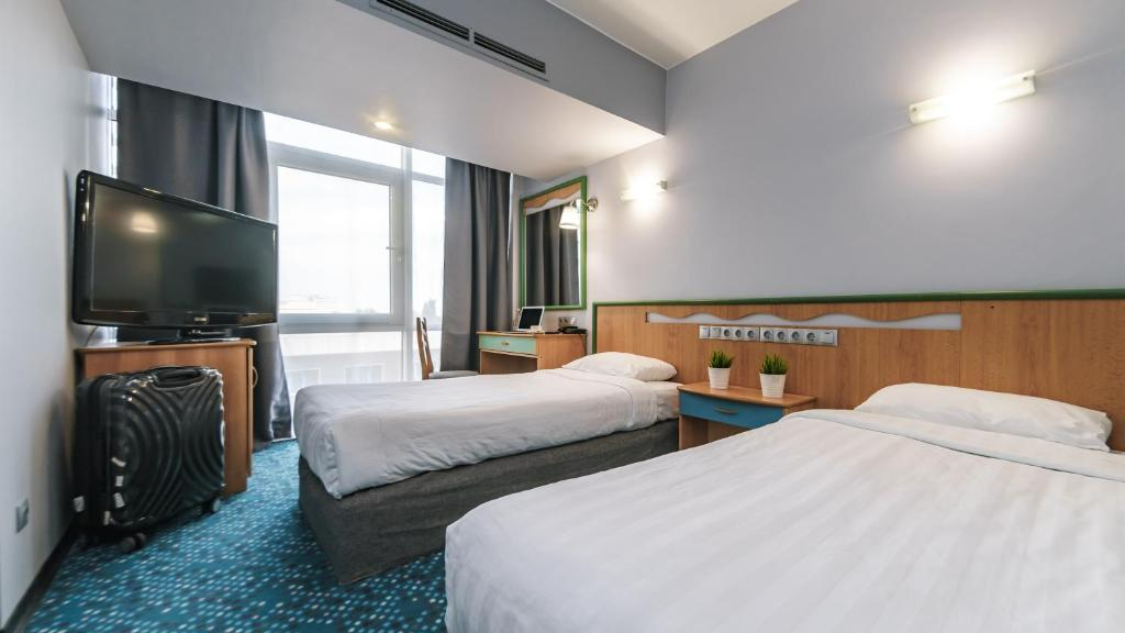 Кровать или кровати в номере Marins Park Hotel Sochi