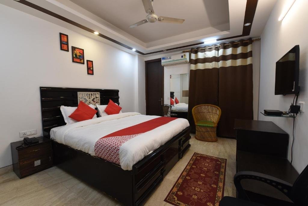 A bed or beds in a room at OYO 3090 Brahamputra Guest House