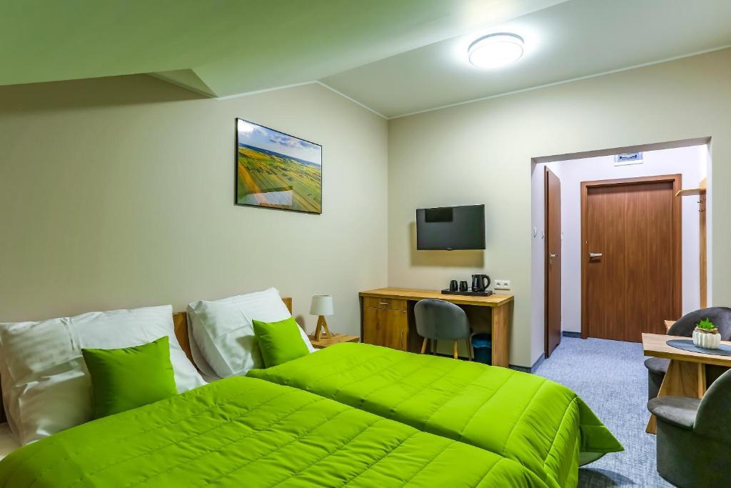 A bed or beds in a room at Pensjonat Szelesiówka