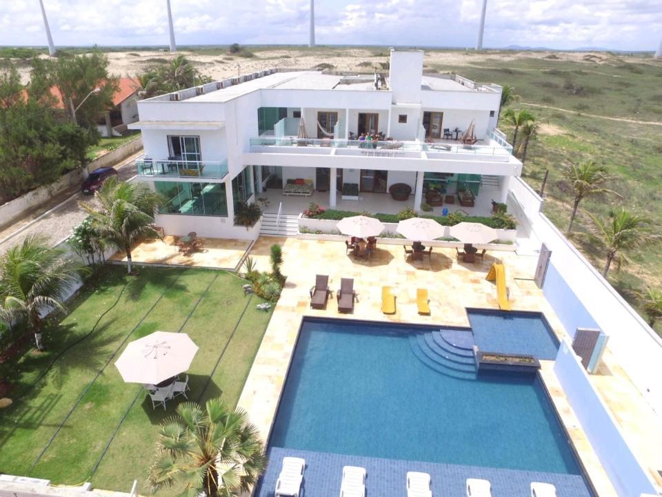 Uma vista da piscina em Pousada Mar Aberto ou nos arredores