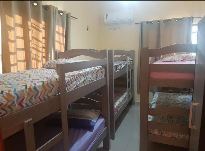 A bunk bed or bunk beds in a room at Quarto em São Cristóvão