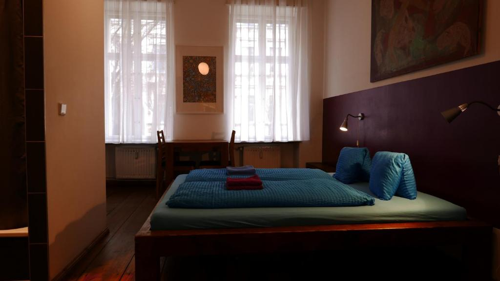 A bed or beds in a room at Pension Mädchenkammer