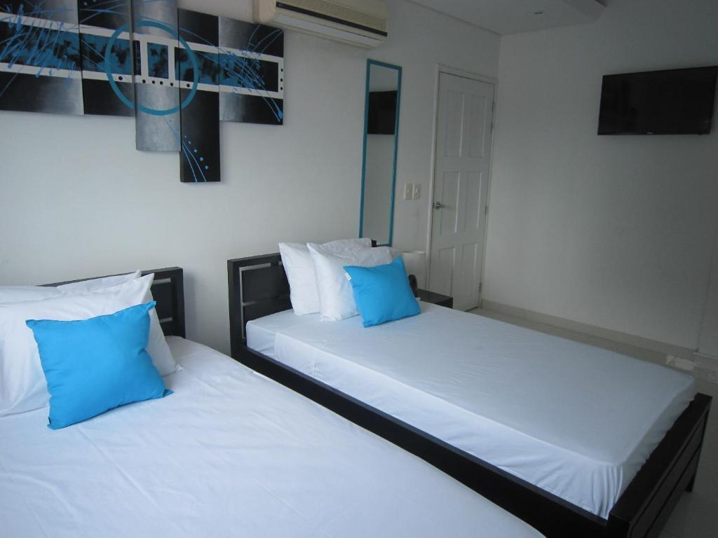 A bed or beds in a room at Hotel Valmar