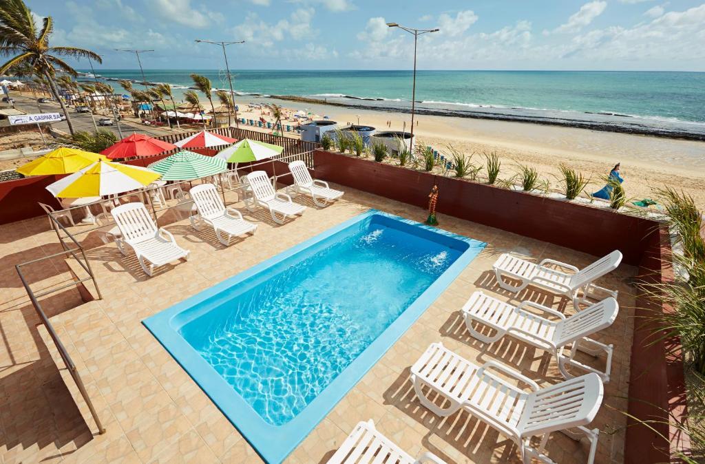 Uma vista da piscina em Brisa do Mar Beach Hotel ou nos arredores