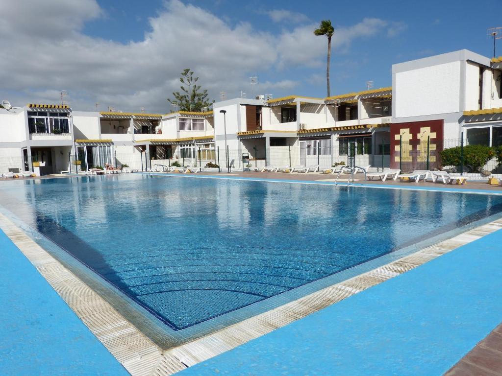 The swimming pool at or close to Suncanarias Apartamento Drago 326