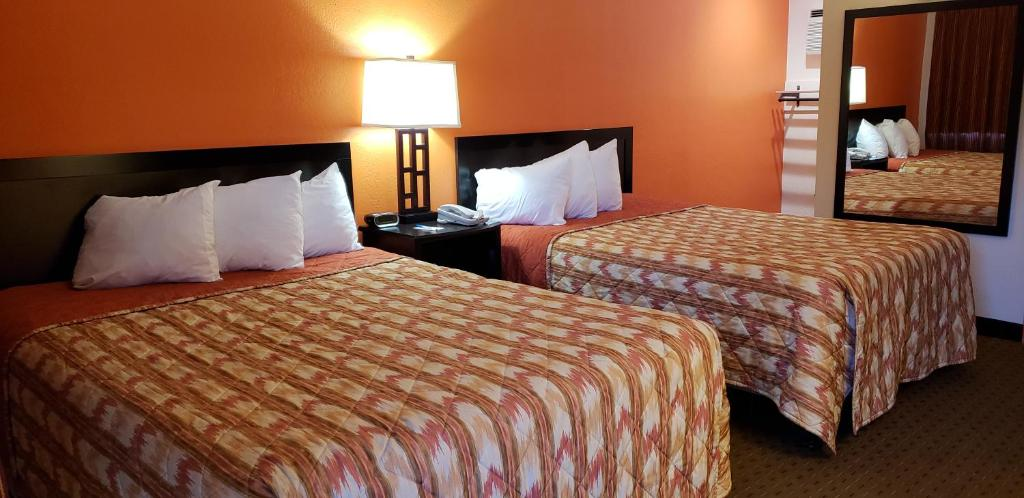 A bed or beds in a room at Howard Johnson by Wyndham Flagstaff University West