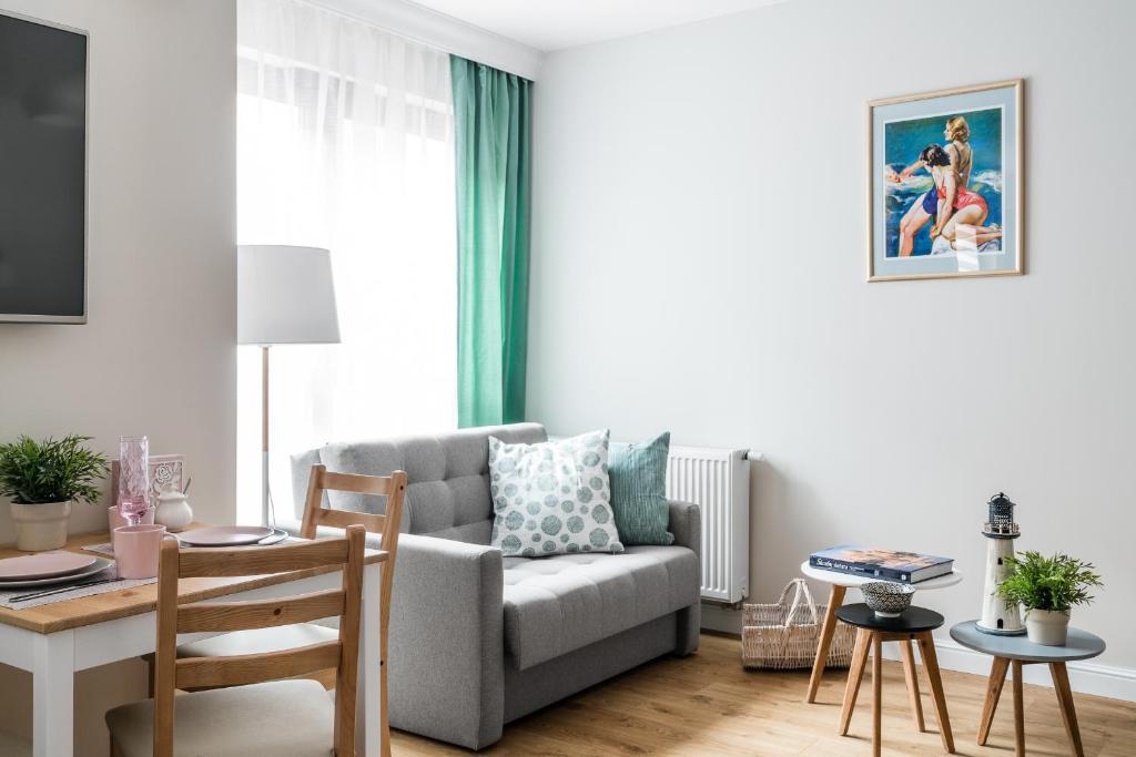 Część wypoczynkowa w obiekcie Marinus Apartments SPA - with pool and sauna