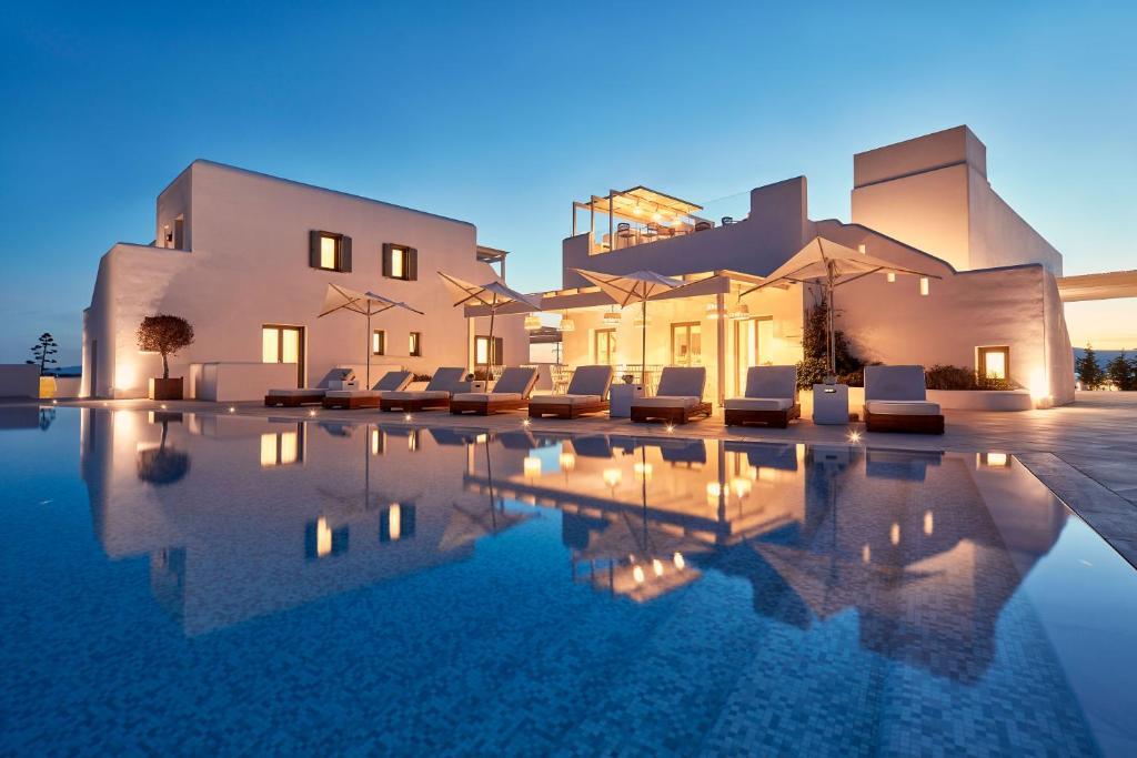 Πισίνα στο ή κοντά στο 18 Grapes Hotel