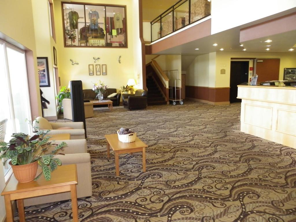 The lobby or reception area at Quinault Sweet Grass Hotel