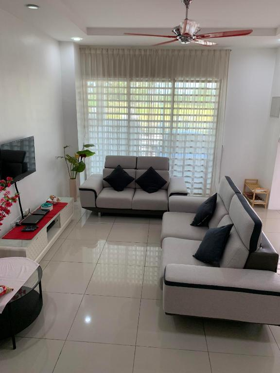 Excellent Vacation Home Vic Lovely Home With Paddy Field View Teluk Bralicious Painted Fabric Chair Ideas Braliciousco