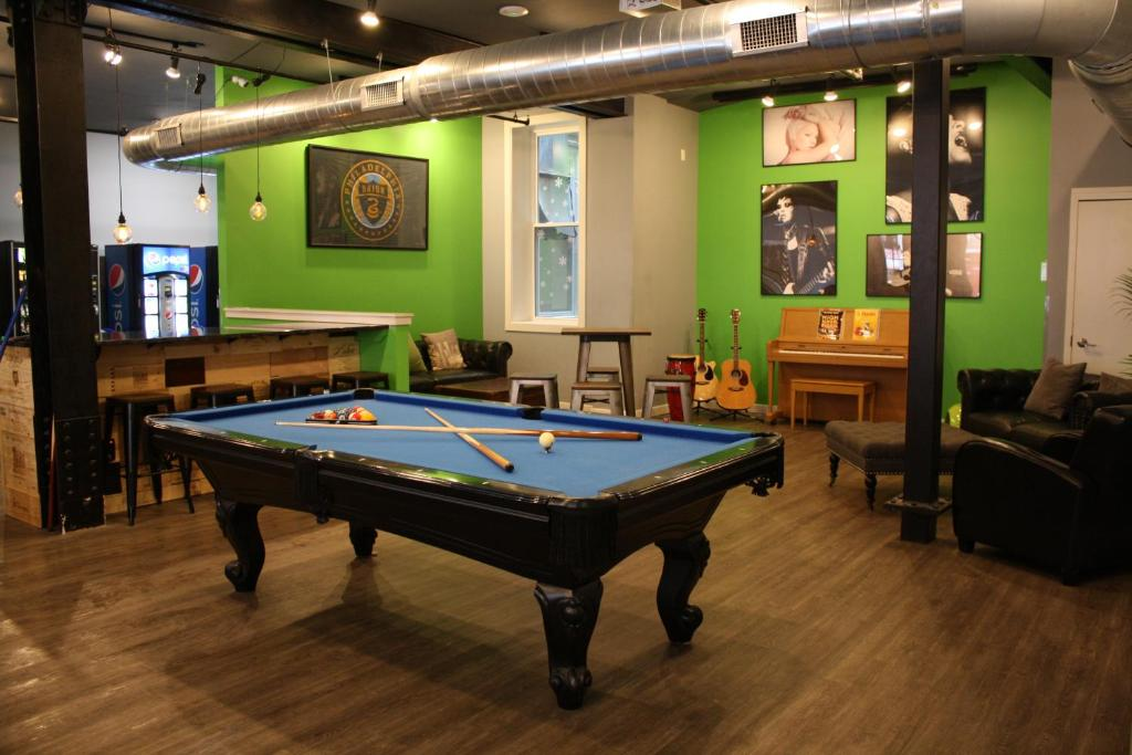 A billiards table at Apple Hostels of Philadelphia