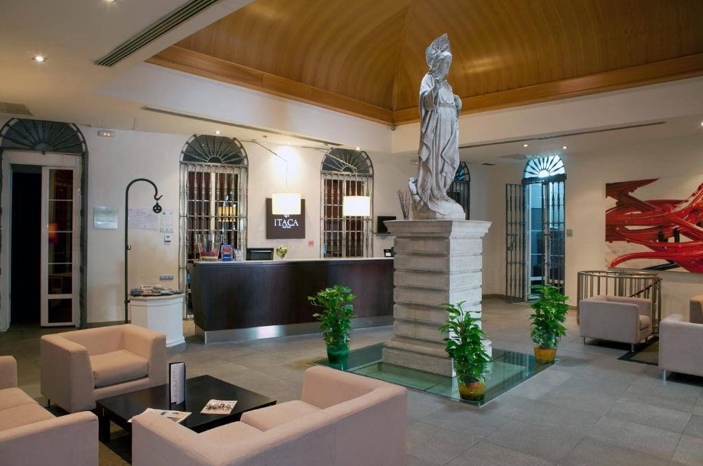 The lobby or reception area at Itaca Hotel Jerez