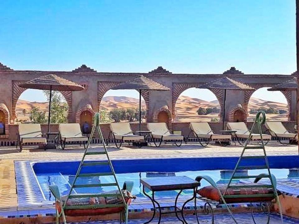 Het zwembad bij of vlak bij Kasbah Azalay Merzouga