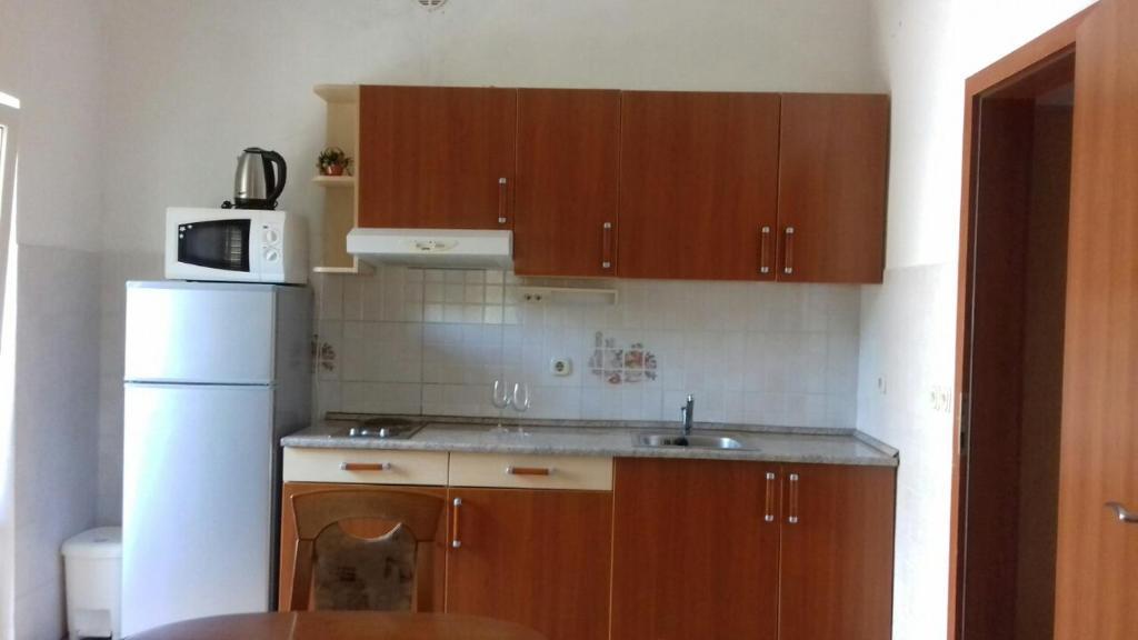 Leonida Apartments