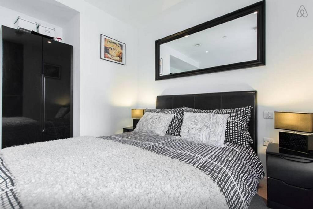 A bed or beds in a room at Spare bedroom in central London