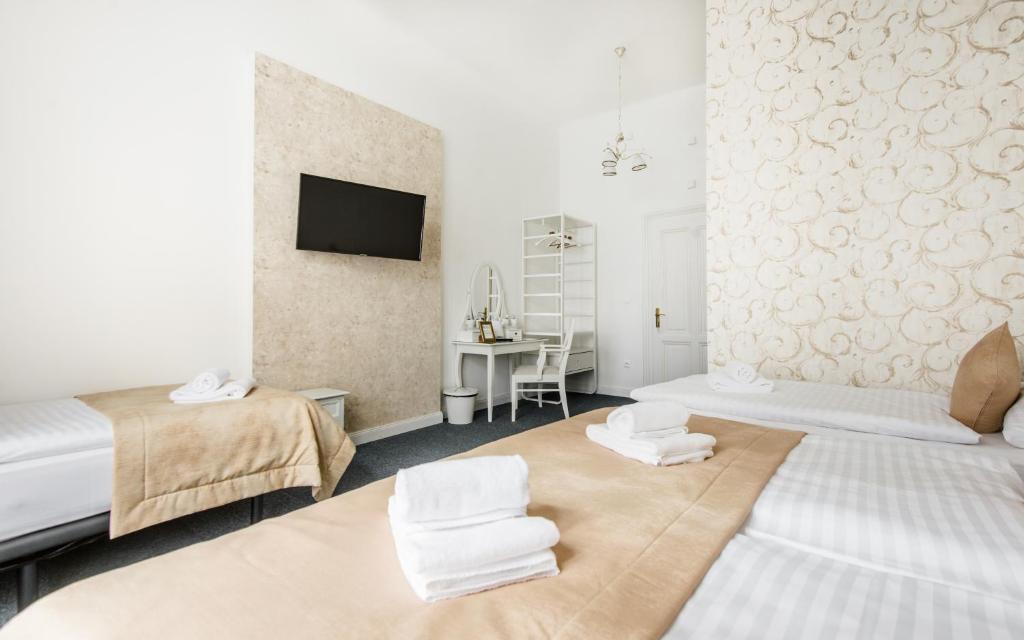 Ліжко або ліжка в номері Downtown Bratislava B&B