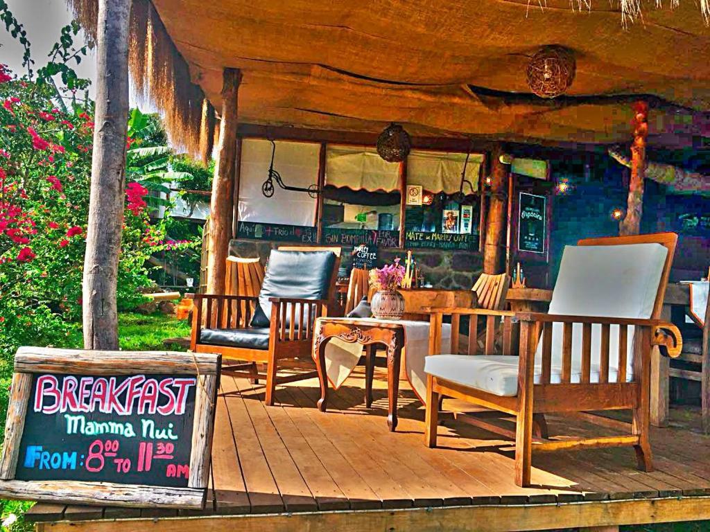 Um restaurante ou outro lugar para comer em Mamma Nui Glamping