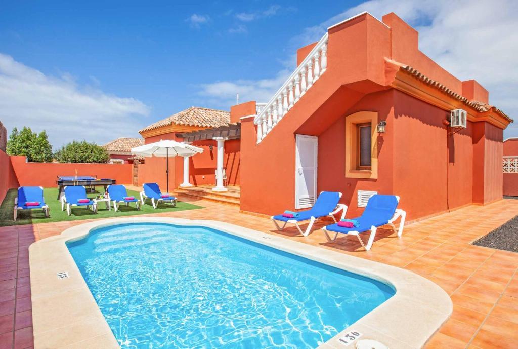 The swimming pool at or near Villa Mar Corralejo