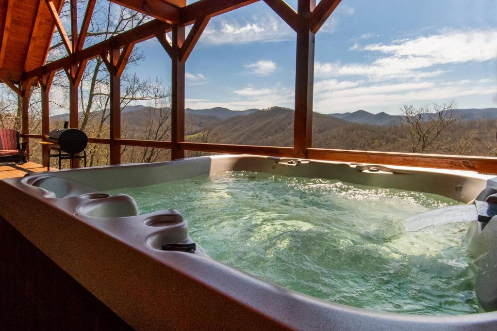 Lodge Cherokee Mountain Cabins Llc Topton Nc Booking Com