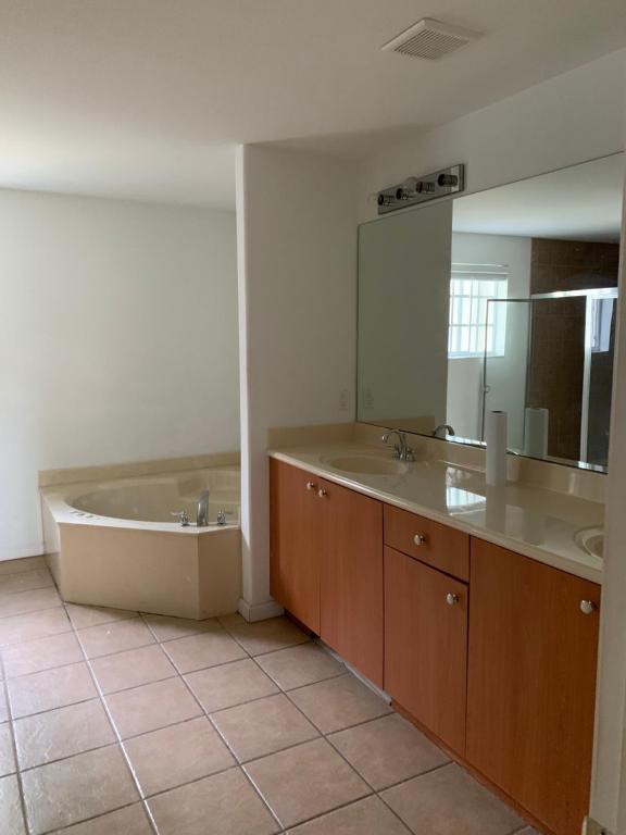 Bedroom Suite In Lauderdale Lakes