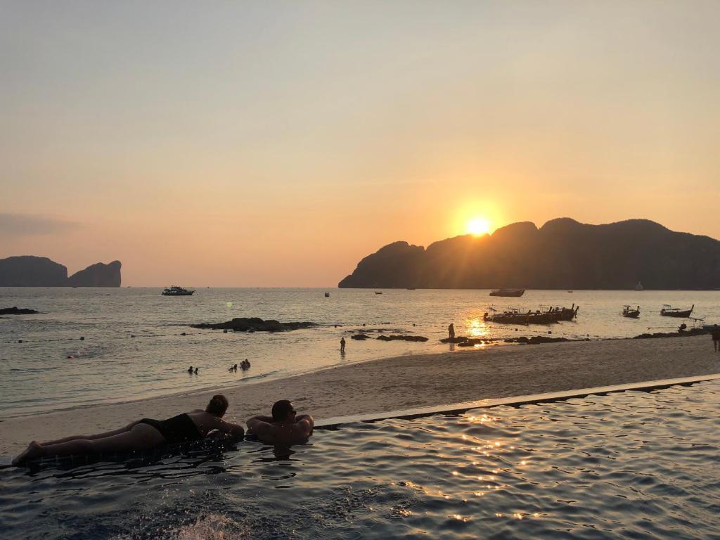 izlazak s Tajlanda internetske stranice za upoznavanje besplatno SAD