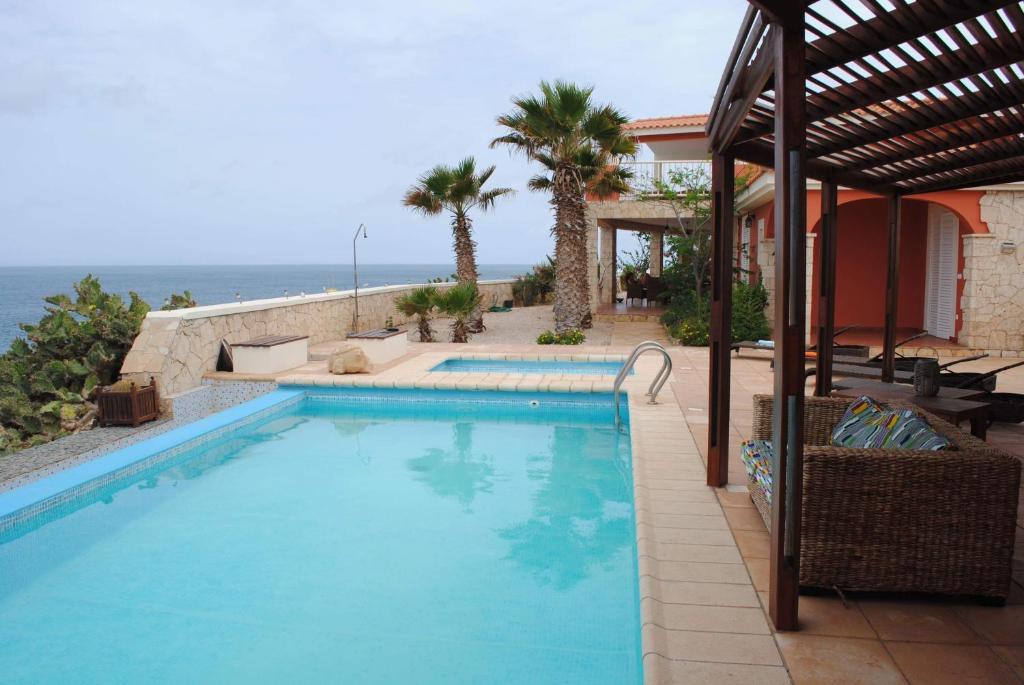 Villa piscine vue mer avec personnel