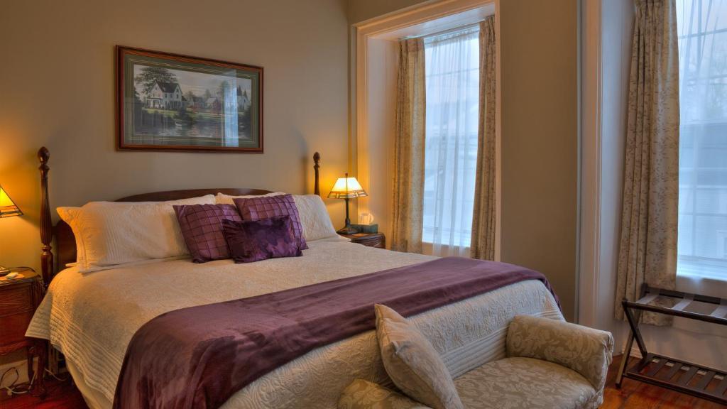 A bed or beds in a room at Sir Isaac Brock B&B Luxury Suites