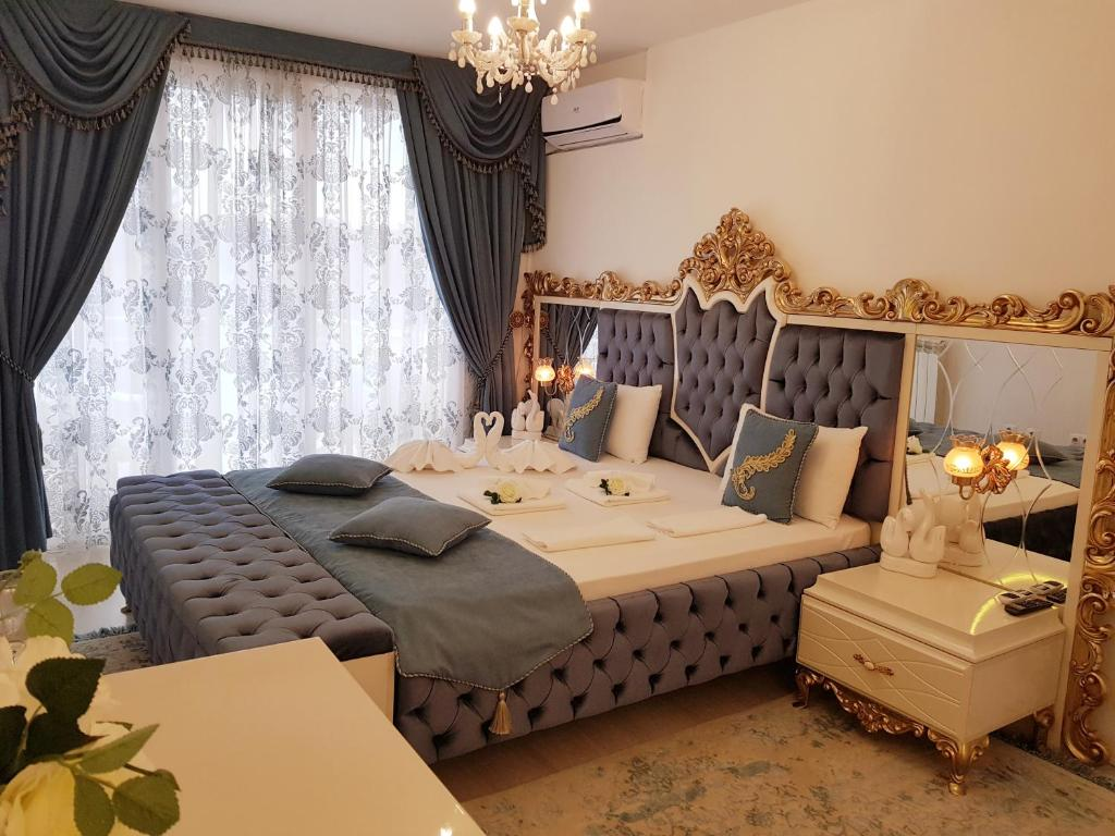 A bed or beds in a room at Hotel Megas Bankya