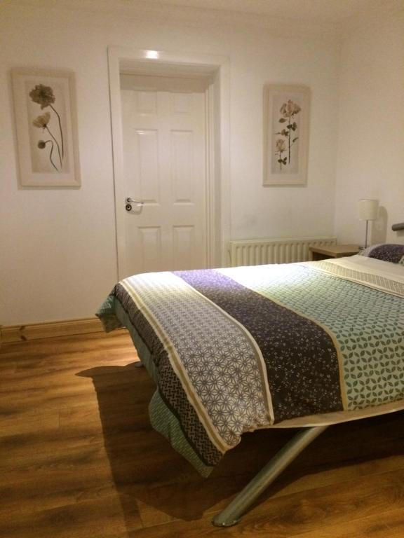 A bed or beds in a room at Donegal Town Independent Hostel