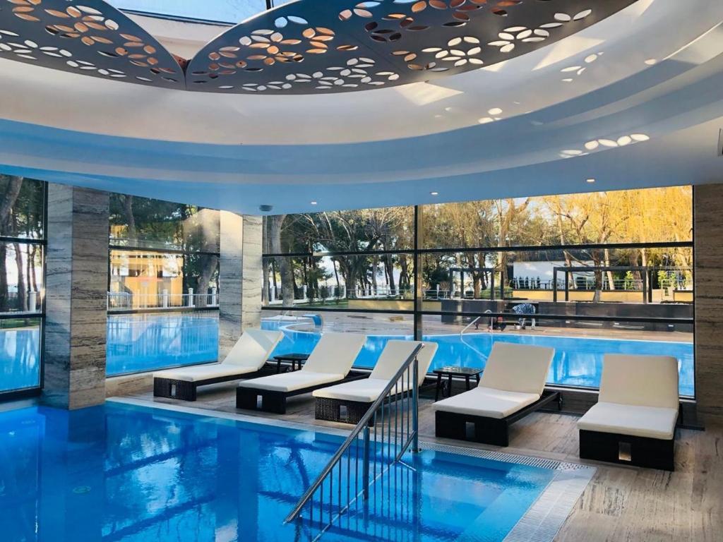 Бассейн в Приморье Grand Resort Hotel или поблизости