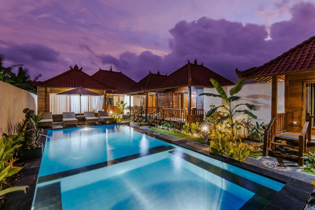 The swimming pool at or near Lembongan Small Heaven Bungalow