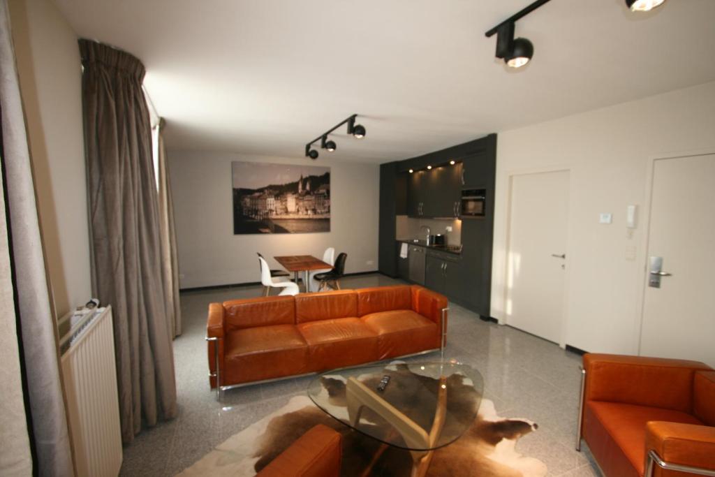 Ein Sitzbereich in der Unterkunft Amosa Liège City Centre Apart Regence 17