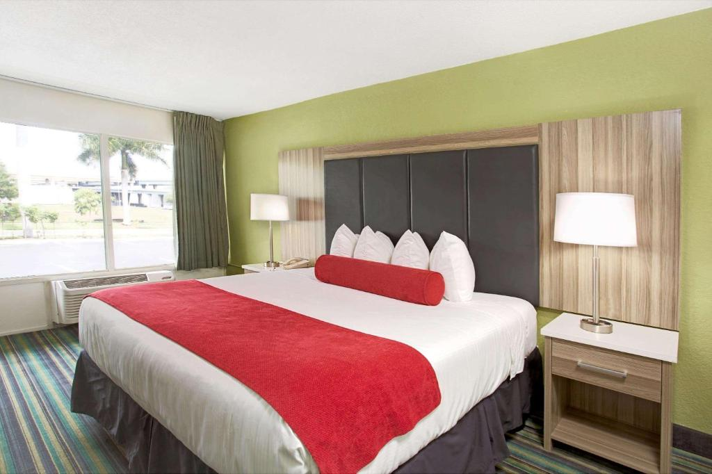 Ramada Airport & Cruise Port Fort Lauderdale