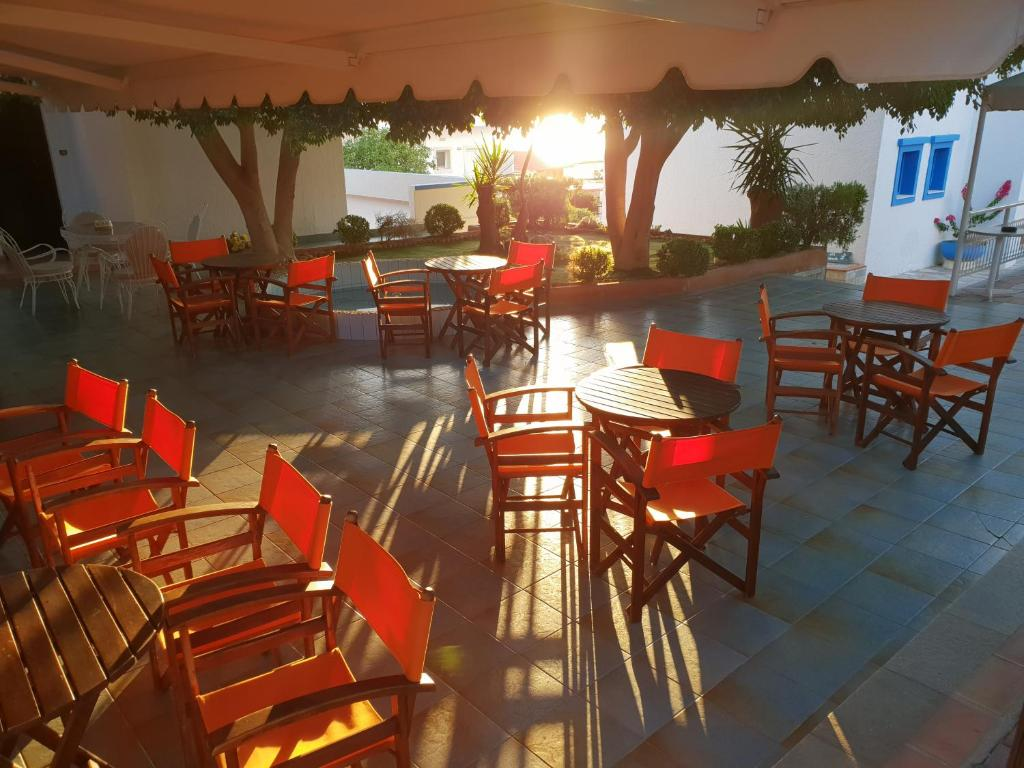 A restaurant or other place to eat at Amazones Villas Apartments