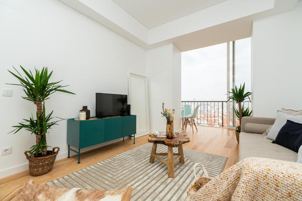 A television and/or entertainment center at Sleek, elegant apartment in Penha de França