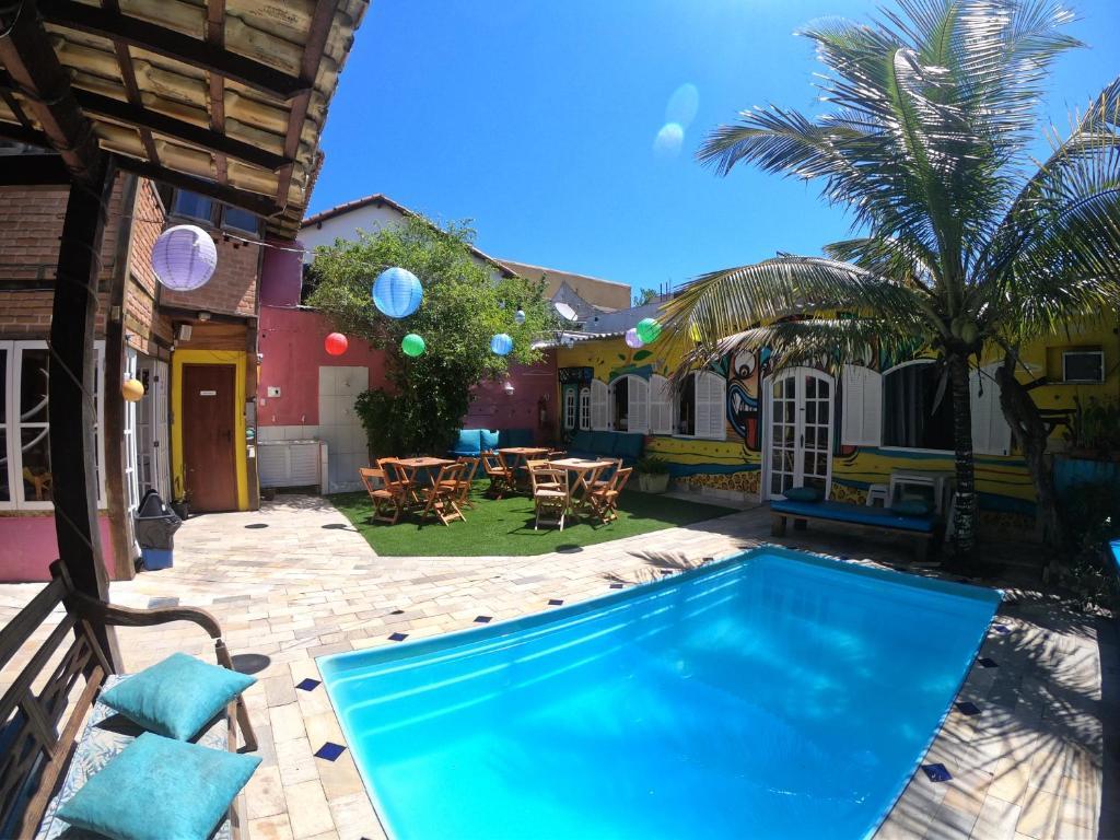 A piscina localizada em Acquarela Hostel ou nos arredores
