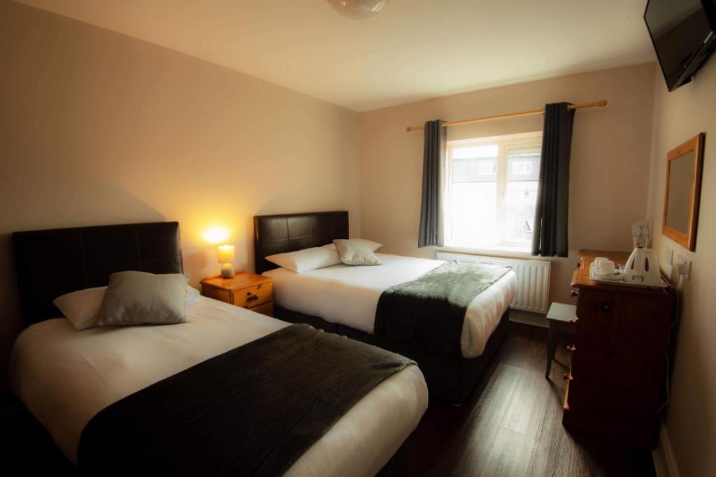 Een bed of bedden in een kamer bij McSorleys Accommodation and Bar