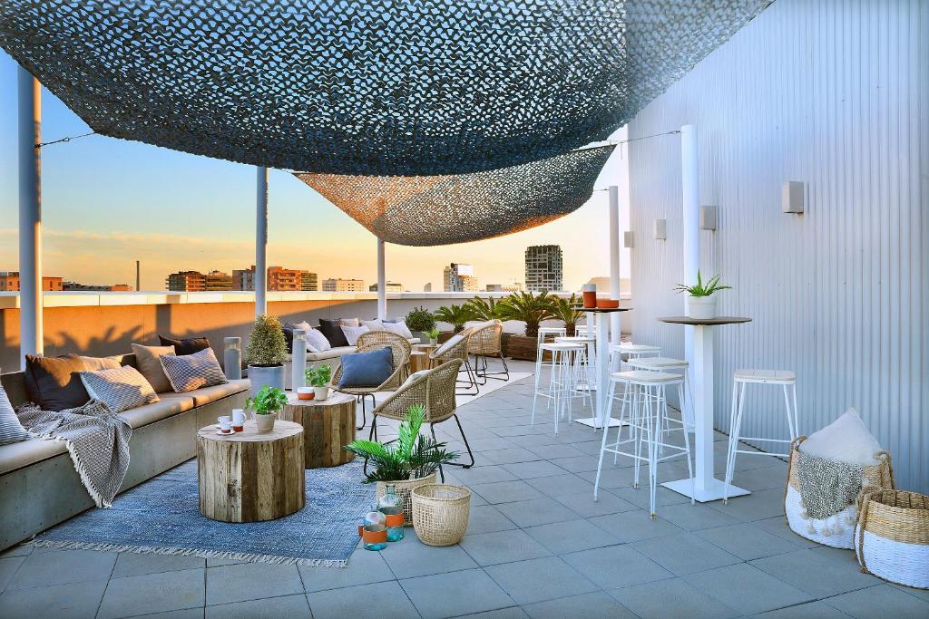 Un restaurante o sitio para comer en Hotel Barcelona Condal Mar, managed by Meliá