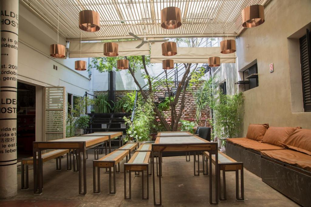 The lounge or bar area at Aldea Hostel