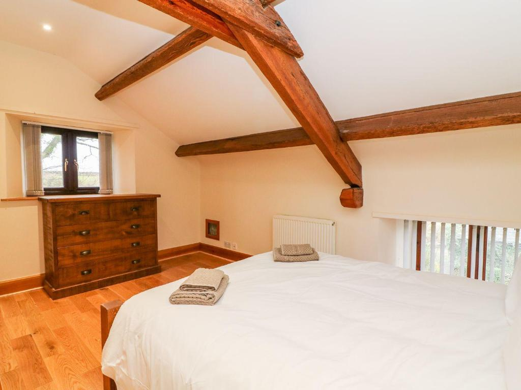 A bed or beds in a room at Melrose Barn, Broughton-in-Furness