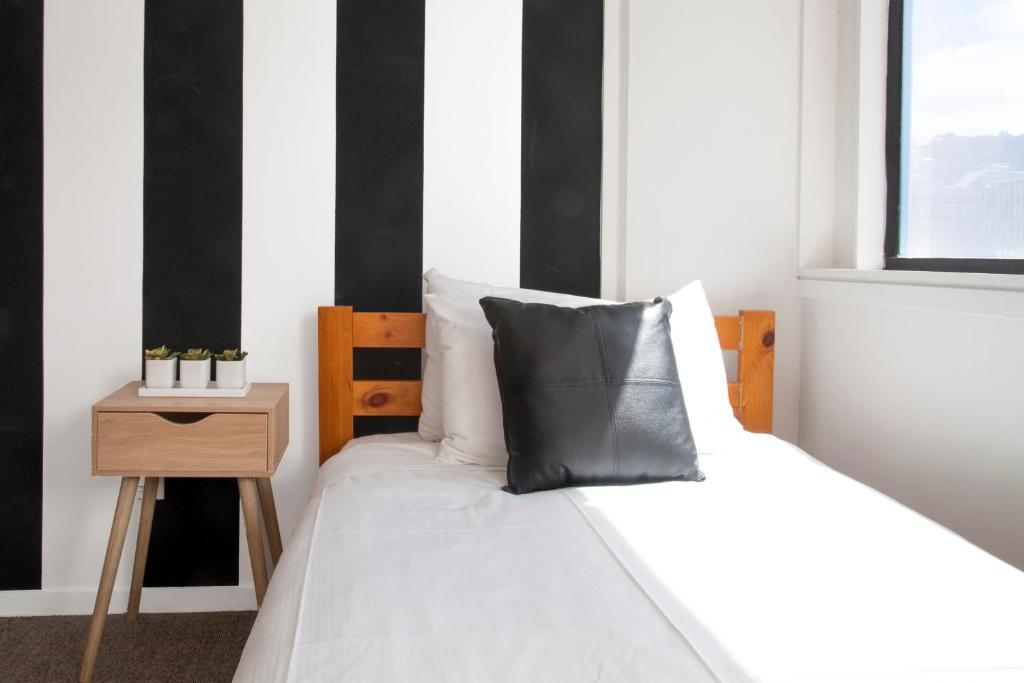 A bed or beds in a room at The Setup on Dixon - Hostel
