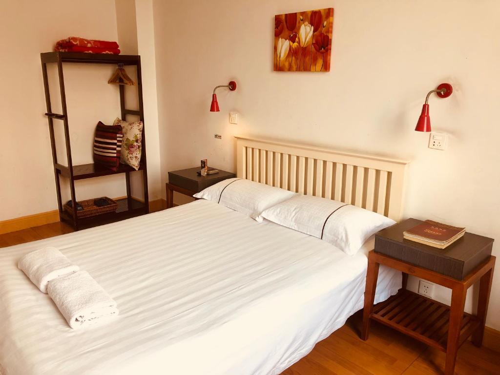 Кровать или кровати в номере Chengdu Traffic Hotel