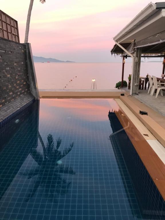 Der Swimmingpool an oder in der Nähe von Pico Beach Bungalows & Resort
