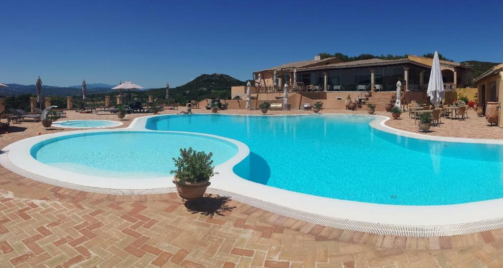 Het zwembad bij of vlak bij Hotel Parco Degli Ulivi - Sardegna