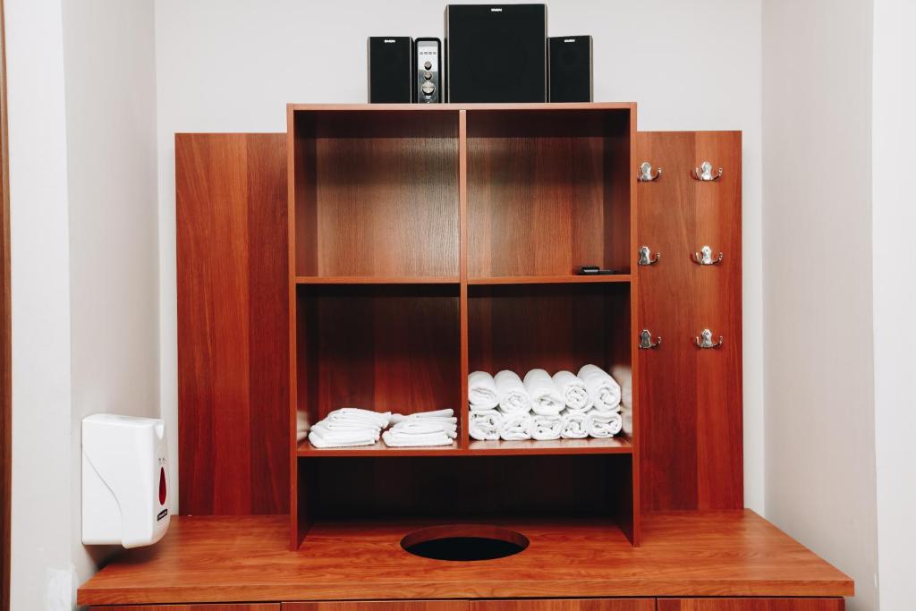 Телевизор и/или развлекательный центр в Хилтон Гарден Инн Калуга
