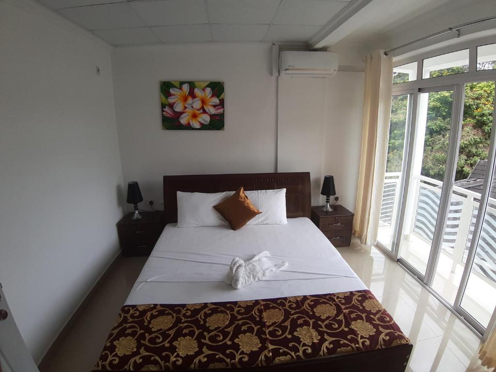 Łóżko lub łóżka w pokoju w obiekcie Diamond Plaza
